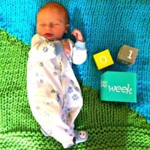 Offical-handknit-baby-blanket-model-Colton